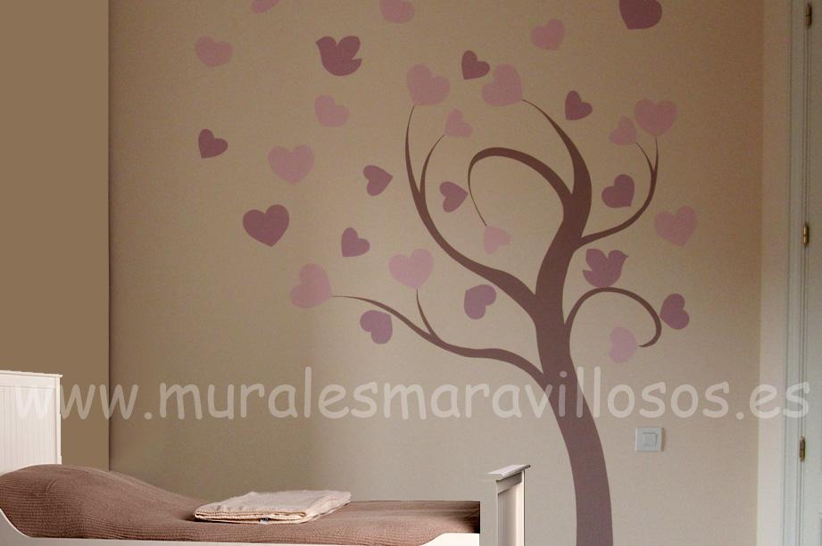 arboles en paredes con corazones