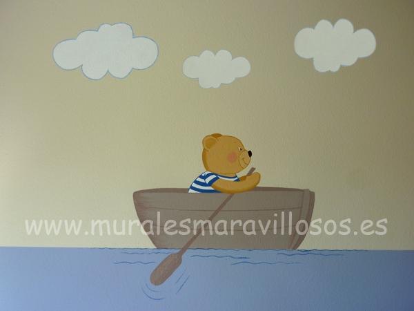 mural con osito en barca