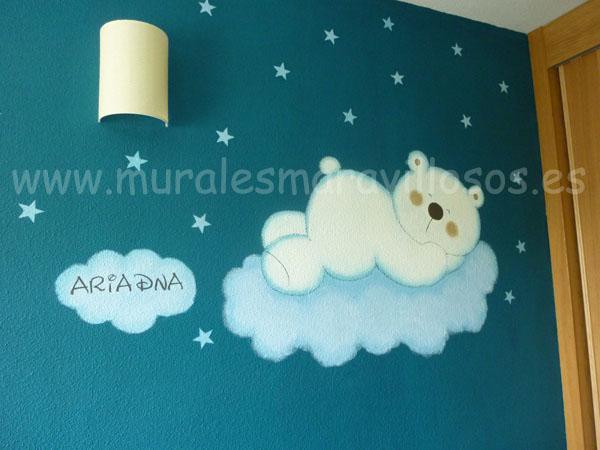 mural osito sobre pared azul