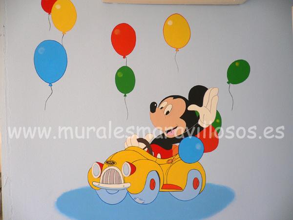 mickey con automovil y globos