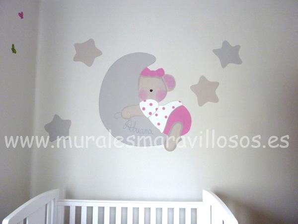mural de osita rosa con luna