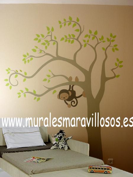 arboles pintados en paredes con mono