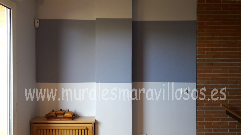 rayas pintadas en paredes azules