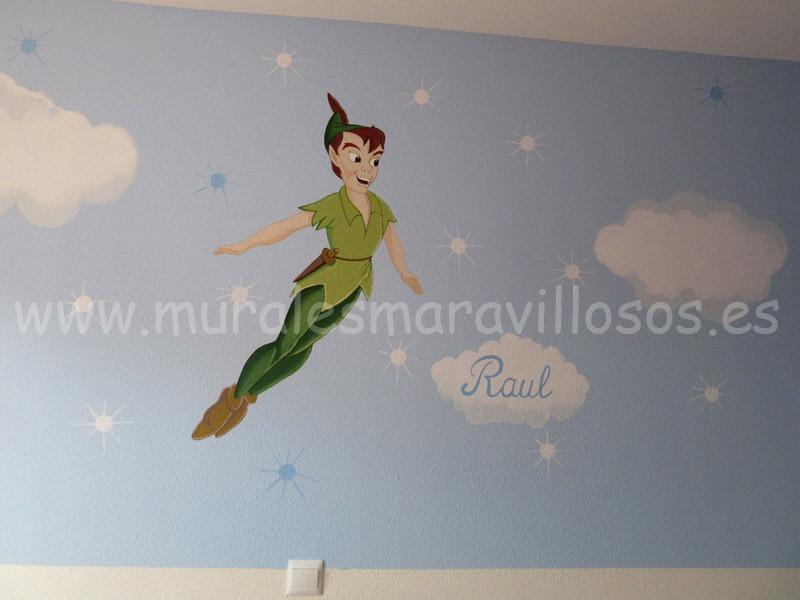 murales de Peter Pan sobre fondo celeste