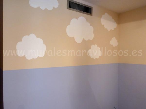 paredes pintadas con nubes blancas