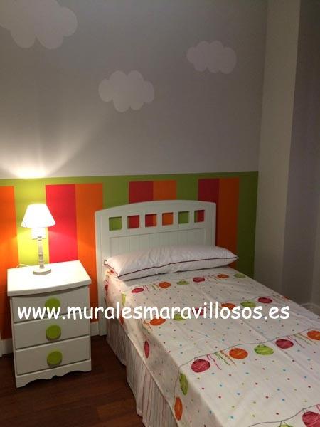 habitacion infantil con zocalo a rayas