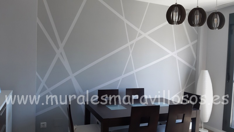 pared de salón en gris con rayas