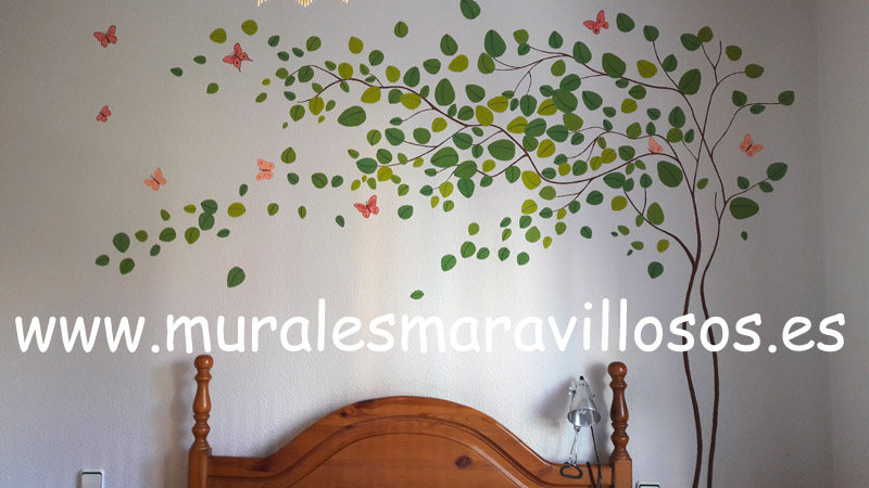 Arbol pintado en pared dormitorio principal