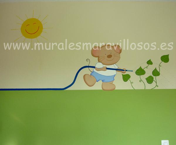 mural ratoncito con manguera y sol