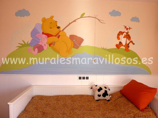 habitacion infantil con pintura mural de winnie the pooh