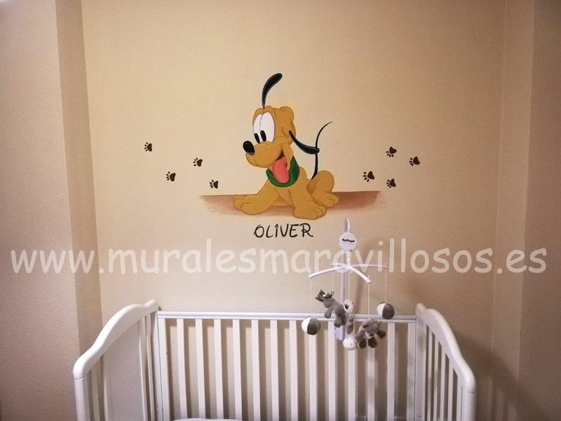habitacion de bebe pluto huellas