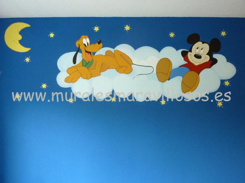 mickey y pluto en nube y estrellas habitacion infantil