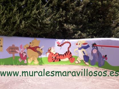 murales winnie pintados en colegios y guarderias