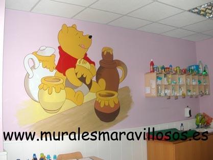 mural winnie the pooh pintado en guarderia infantil