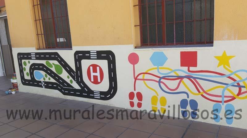 laberinto pintado en patio de colegio