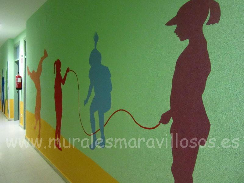 murales figuras pasillo colegio