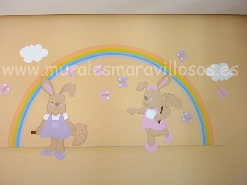 habitacion con mural infantil dos conejitas