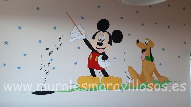 habitacion infantil mural mickey pluto