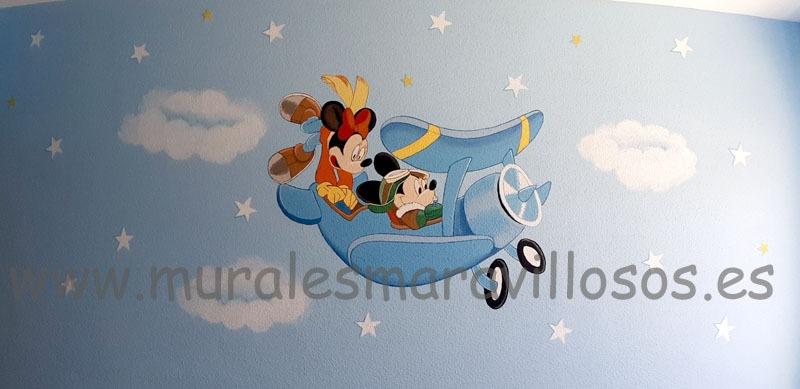 habitacion infantil minnie mickey avion